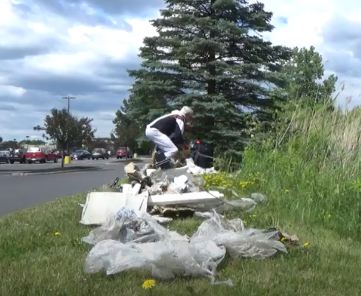 See How Much Litter This Man Collects in 6 Minutes