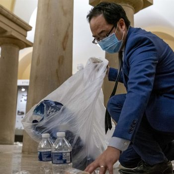 Lone congressman quietly picks up garbage in the Capitol Rotunda